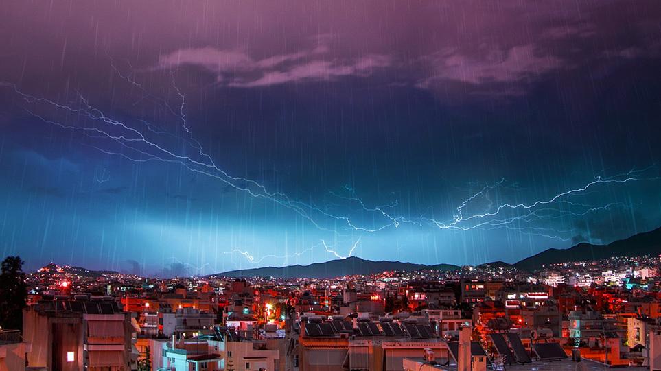 Δύσκολη νύχτα για Αττική και Πελοπόννησο – Πού  θα χτυπήσει τις επόμενες ώρες η κακοκαιρία