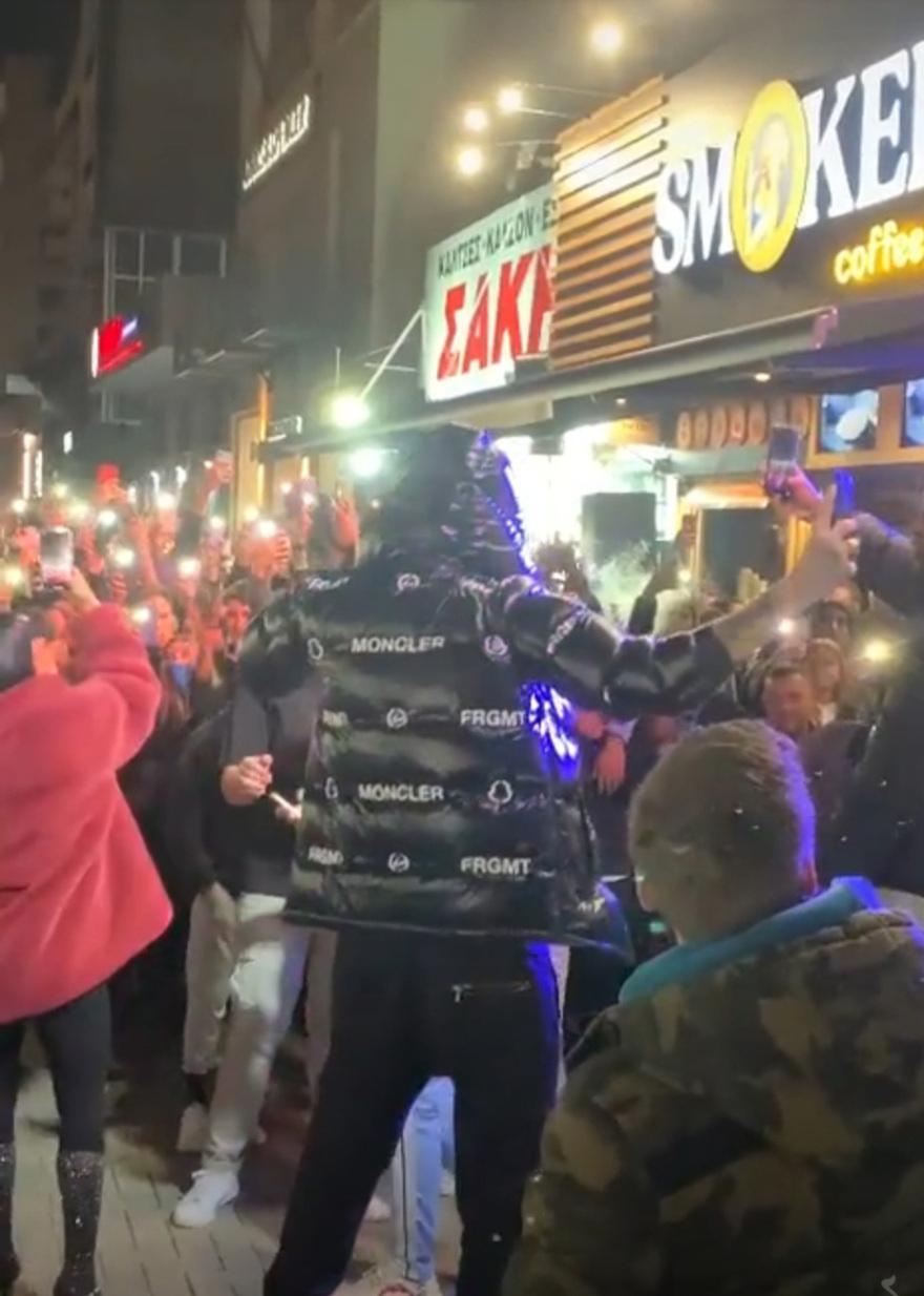 "Snik: Η live μετάδοση στο TikTok ""πρόδωσε"" το κορωνοπάρτι στον Βόλο"