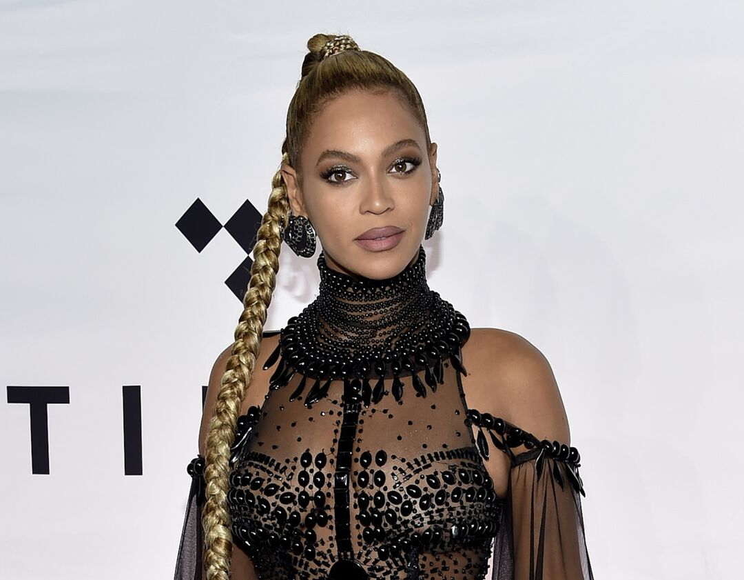 Fashion hacks: Οι celebrities δίνουν τη λύση σε 6 καθημερινά προβλήματα μόδας