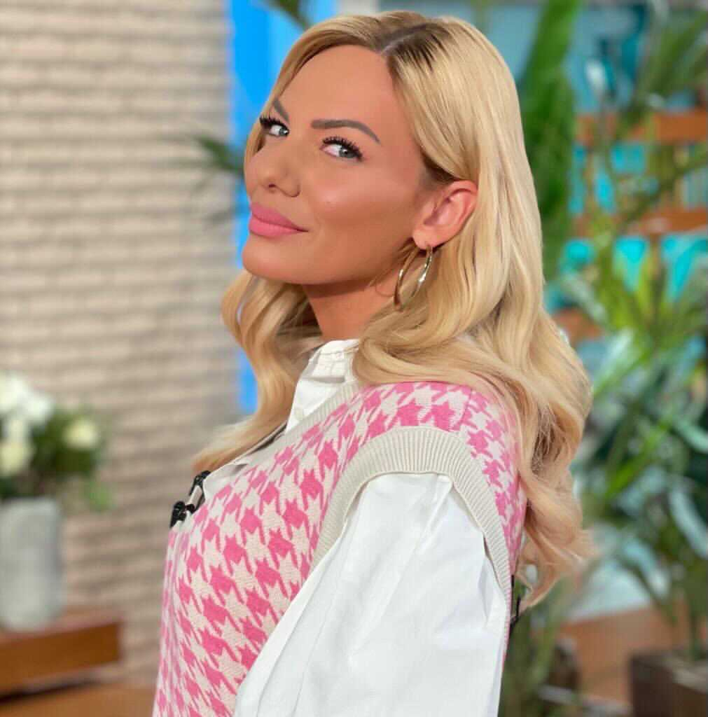 Όλες οι Ιnsta fashion queens φορούν γιλέκο φέτος! 5 για να διαλέξεις – Inspo η Ιωάννα Μαλέσκου
