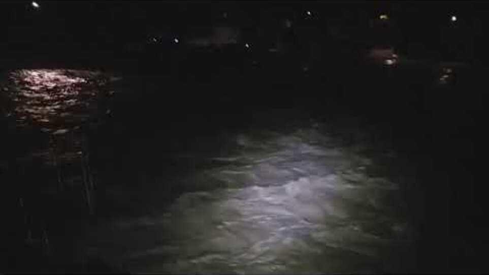 Νύχτα αγωνίας στην Ολυμπιάδα Χαλκιδικής  – Εκκενώθηκαν τα σπίτια που βρίσκονται κοντά στα δυο ρέματα – Δείτε βίντεο