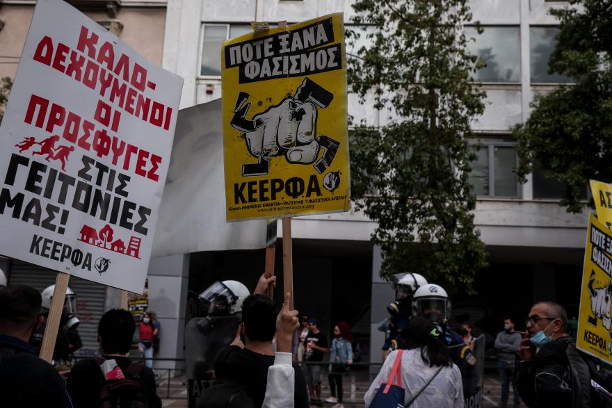 Ένταση και χημικά στο αντιφασιστικό συλλαλητήριο στην Ομόνοια