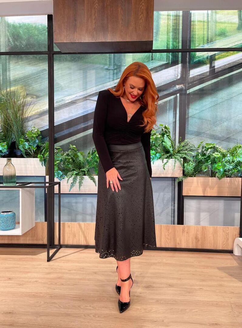 Η Σίσσυ Χρηστίδου φόρεσε τη δερμάτινη φούστα που κολακεύει κάθε σιλουέτα