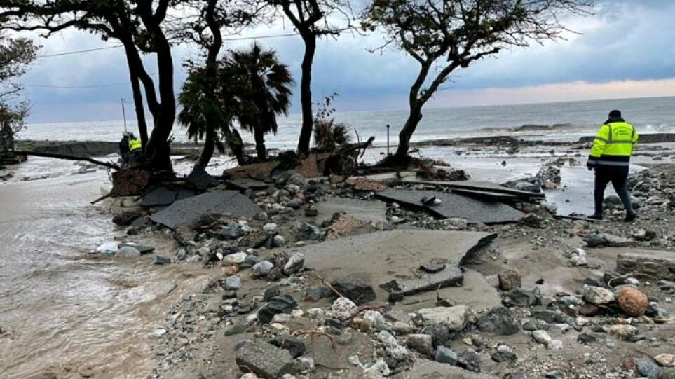 Φράγματα στα καμένα της Εύβοιας – Οι 10 περιοχές που κινδυνεύουν από πλημμύρες