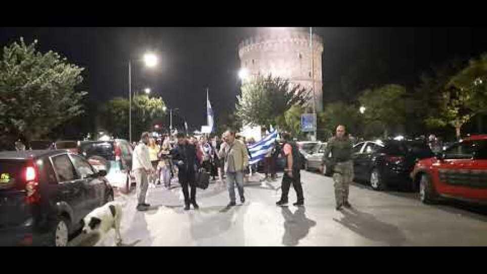Πορεία κατά του υποχρεωτικού εμβολιασμού στο κέντρο της Θεσσαλονίκης