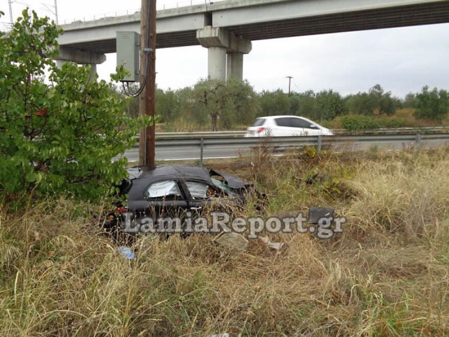 Νεκρός 22χρονος σε τροχαίο δυστύχημα στην Αθηνών-Λαμίας – Σοκαριστικές φωτογραφίες