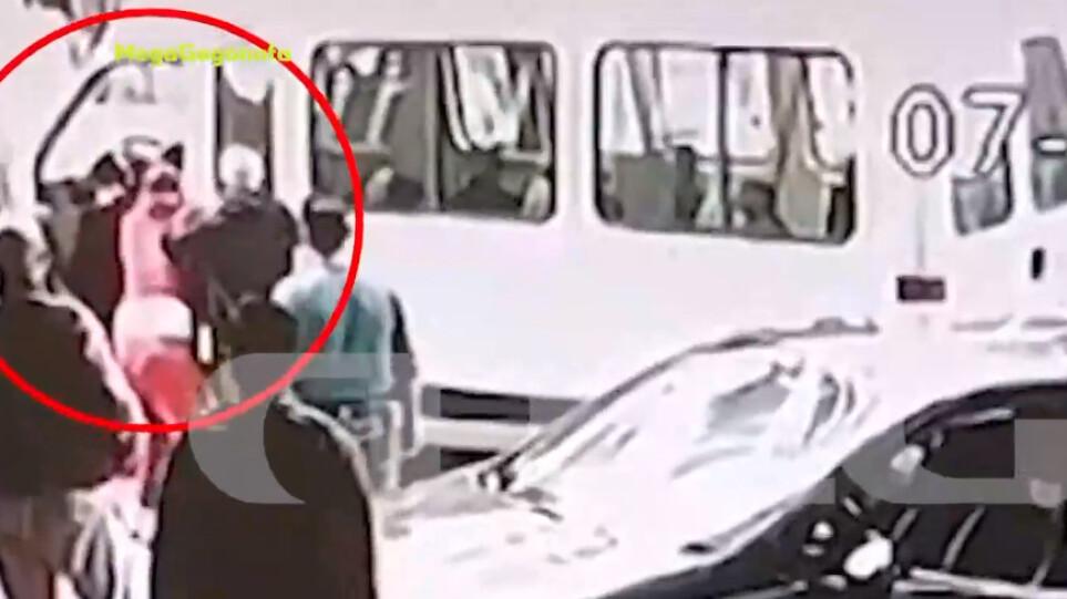 Αστυνομικός ξυλοκοπήθηκε στο κέντρο της Αθήνας εν ώρα υπηρεσίας – Βίντεο