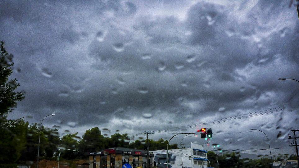 Κακαιρία Αθηνά: Ισχυρή καταιγίδα σε βόρεια, νότια και δυτικά προάστια της Αττικής