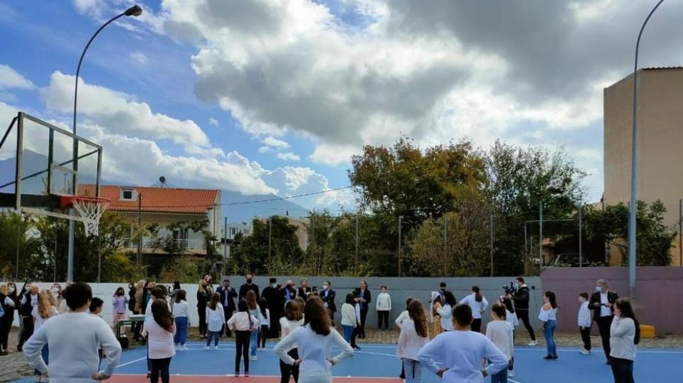 Παραδόθηκαν στα παιδιά της Σαμοθράκης τα γήπεδα που τους υποσχέθηκε ο Κυριάκος Μητσοτάκης