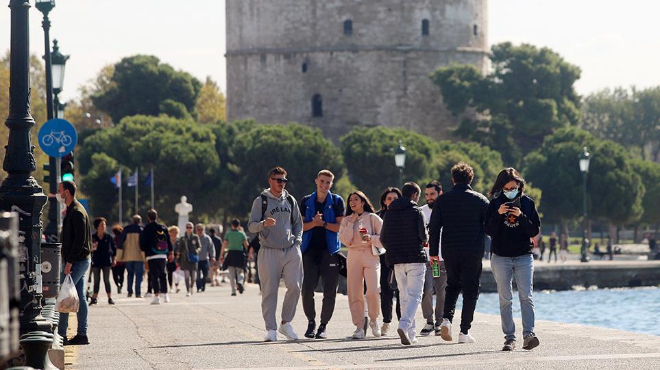 Πάνω από 10 κρούσματα εντοπίστηκαν σε σχολείο της Θεσσαλονίκης – Γεμίζουν τα νοσοκομεία