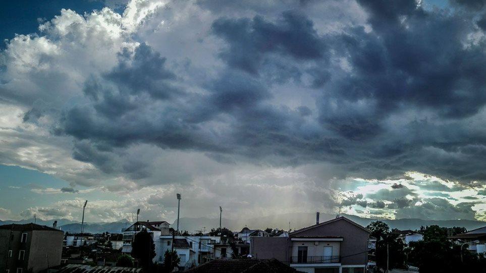 Καιρός: Συννεφιά, βροχές και ισχυροί άνεμοι σήμερα και αύριο – Πού θα κυμανθούν οι θερμοκρασίες