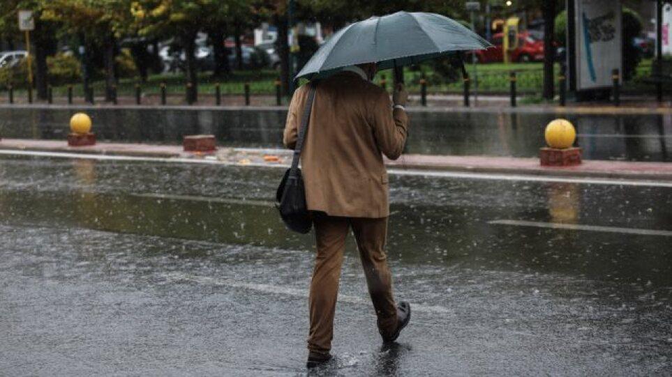 """Καιρός: Με βροχές, καταιγίδες και ισχυρά μποφόρ συνεχίζεται η επέλαση της κακοκαιρίας """"Αθηνά"""""""
