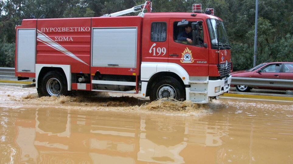 Κακοκαιρία «Αθηνά»: Σχεδόν 130 κλήσεις δέχθηκε η πυροσβεστική για αντλήσεις υδάτων και κοπές δέντρων